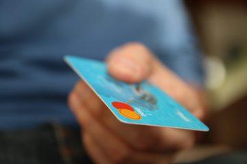 Как отличить дебетовую карты от кредитной